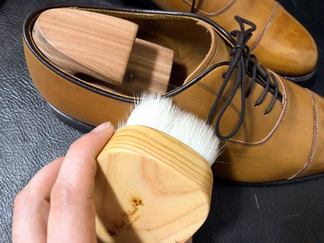 saphir-noir-shoe-shine-17