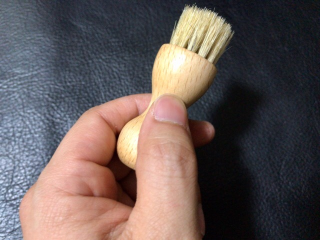 cream-application-brush-1