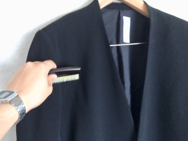 portable-clothes-brush-2