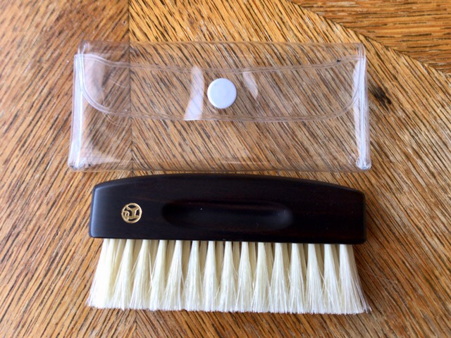 portable-clothes-brush-6