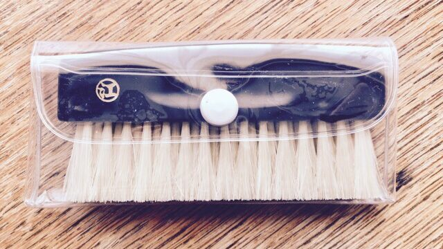 portable-clothes-brush-8