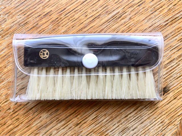 portable-clothes-brush-9