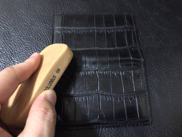 crocodile-card-case-care-14