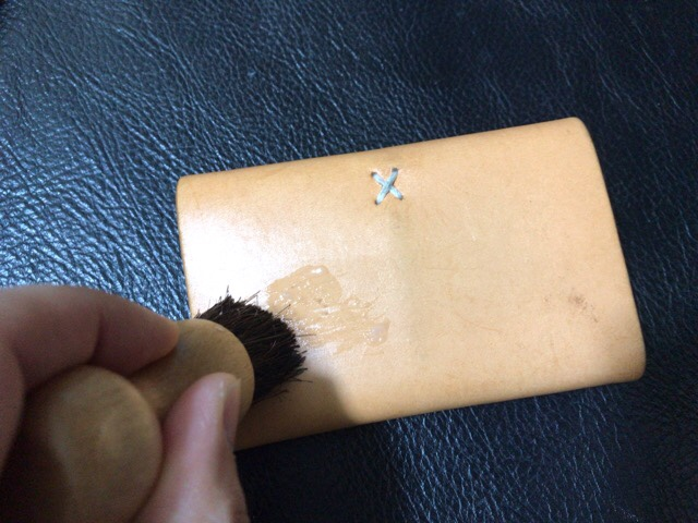 prevent-discoloration-leather-12