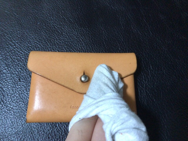 prevent-discoloration-leather-17