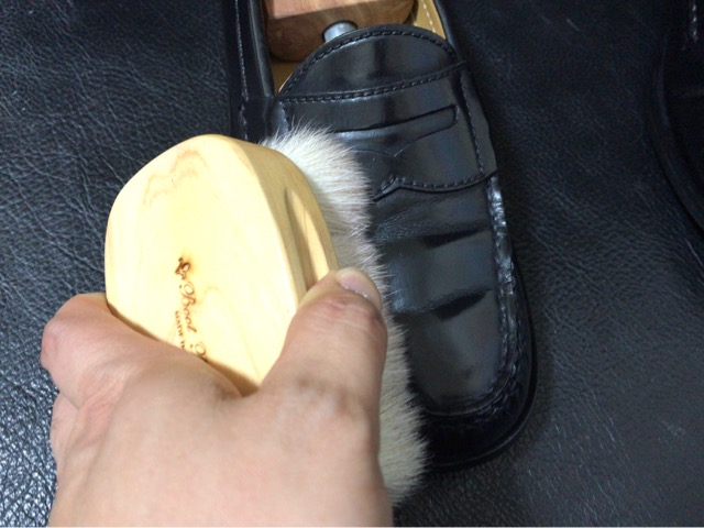 cole-haan-shoe-shine-12