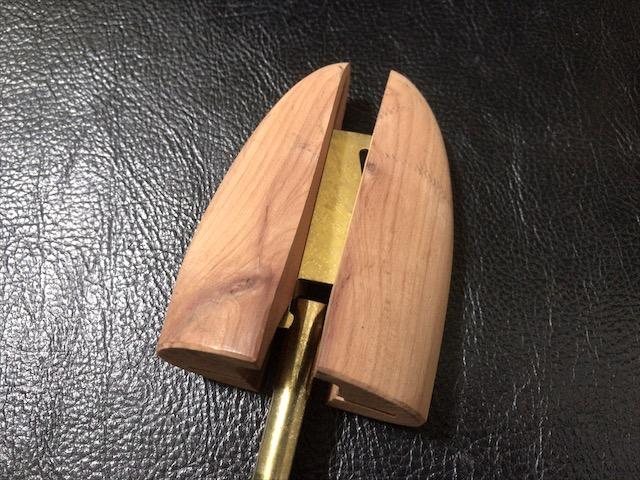 aromatic-cedar-shoe-tree-10