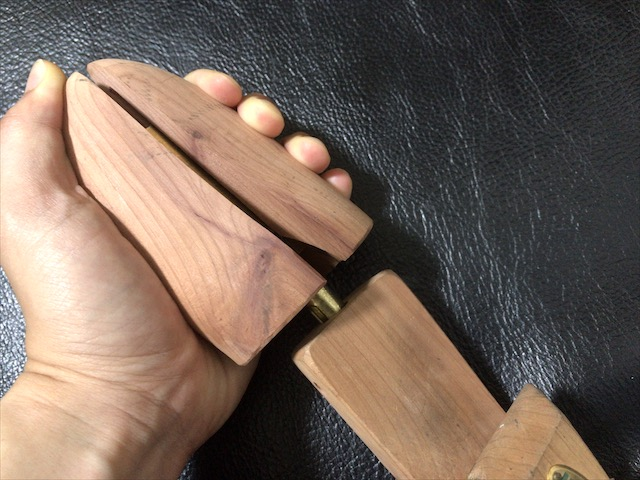 aromatic-cedar-shoe-tree-11