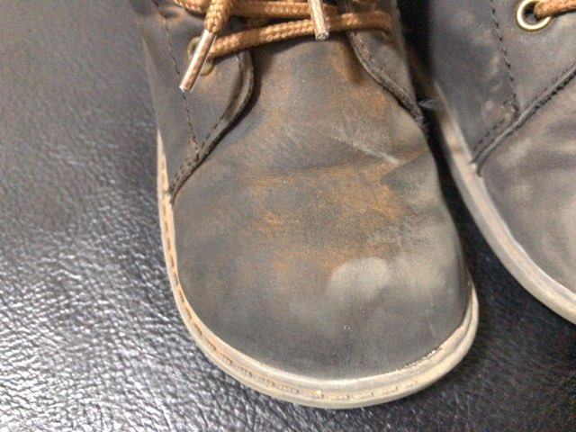 remove-mud-stain-shoes-3