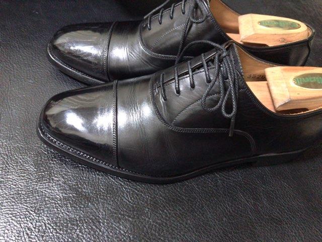 hands-mowbray-shoe-cleaner-23