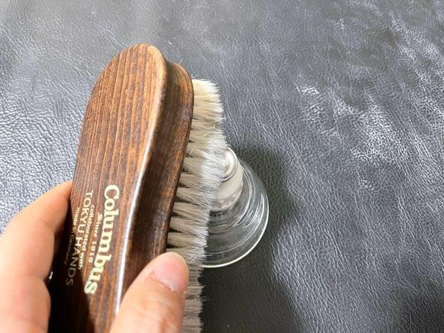 hands-delicate-brush-12