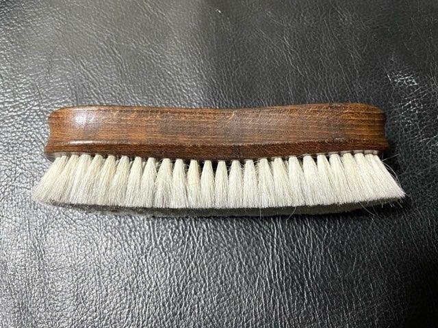 hands-delicate-brush-2