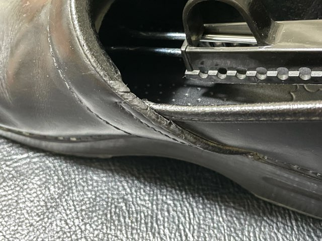 self-repair-shoe-opening-17